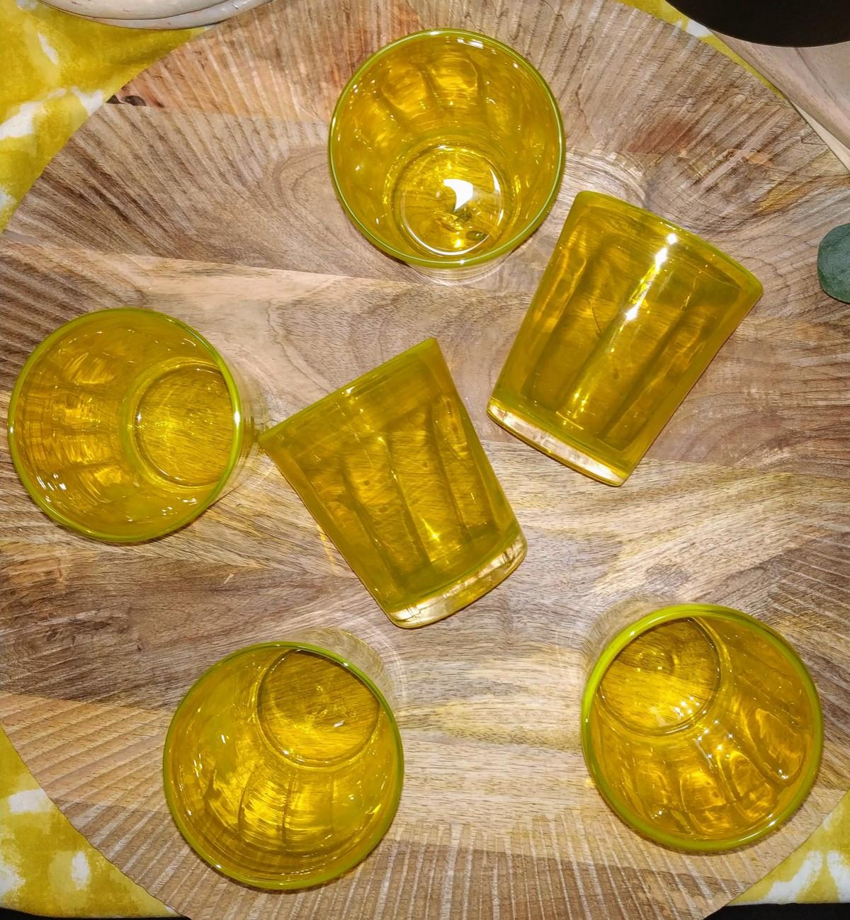6 verres jaunes